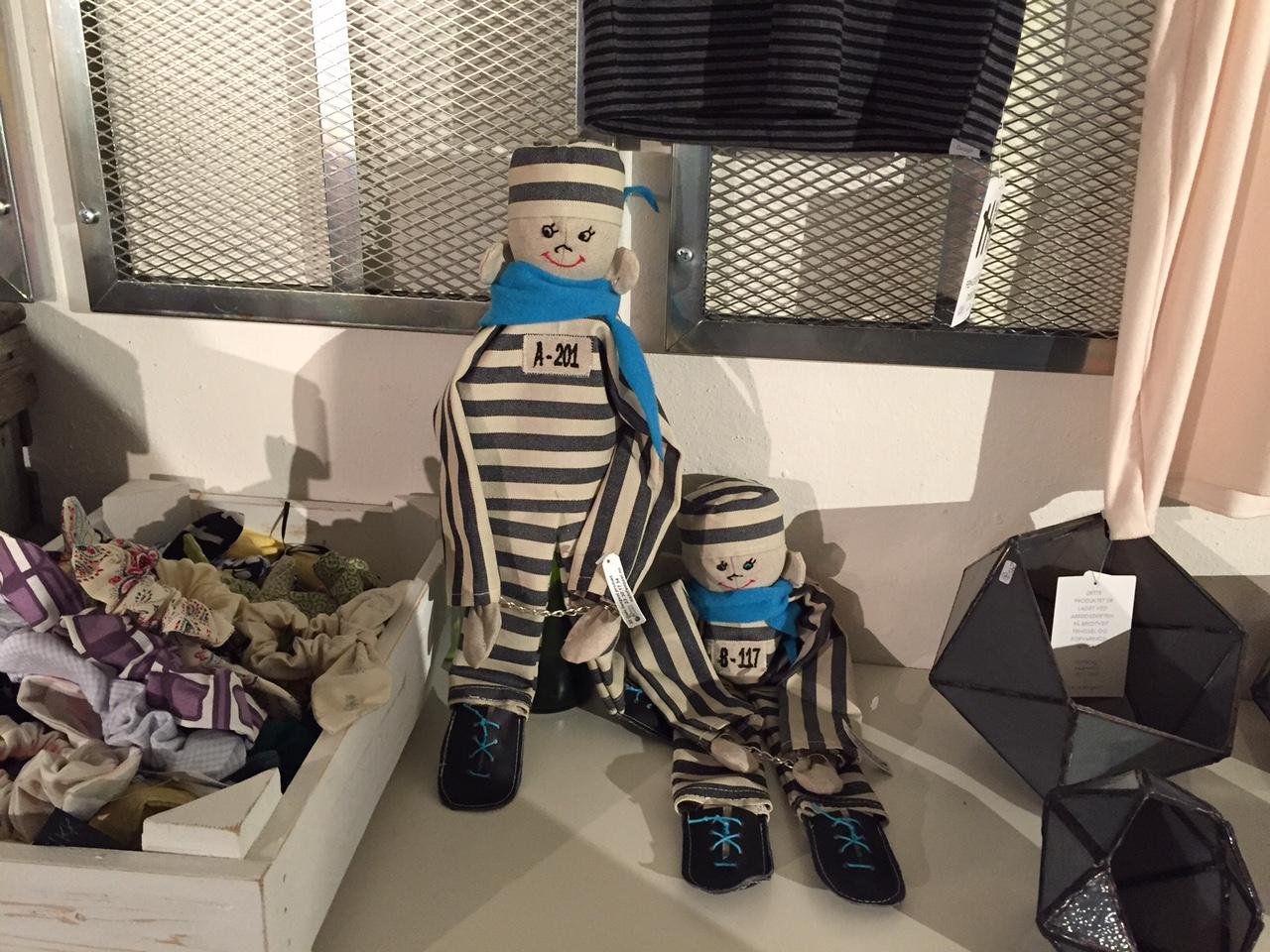 Morsomme - og gengslende - gaveartikler fra Bennys Butikk. Foto: Odd Roar Lange
