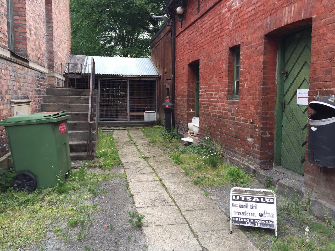 Her finner du inngangen til Bennys Butikk. Foto: Odd Roar Lange