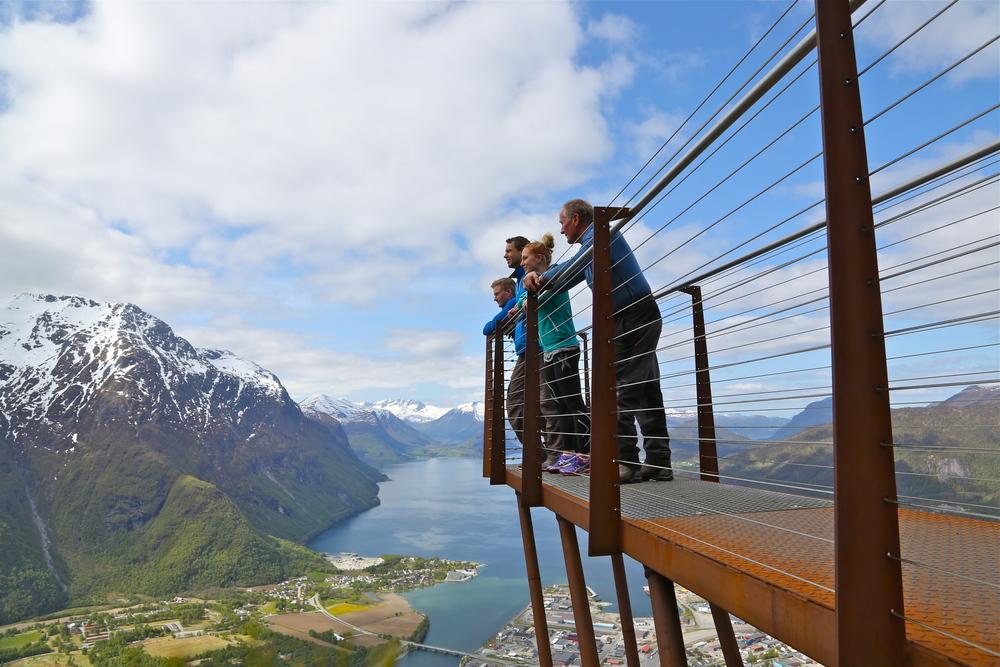 Utsiktspunktet Rampestreken er en del av turen over Romsdalseggen. Foto: Odd Roar Lange
