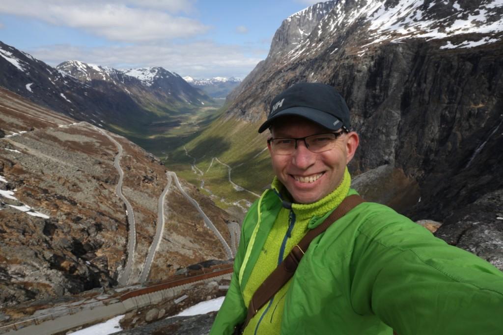 Er du klar for å kjøre vegen over Trollstigen? Les boka Norges Vakreste Bilturer først. Foto: Odd Roar Lange