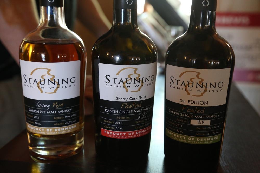 Tre sterke kamerater fra Stauning Whisky. Foto: Odd Roar Lange