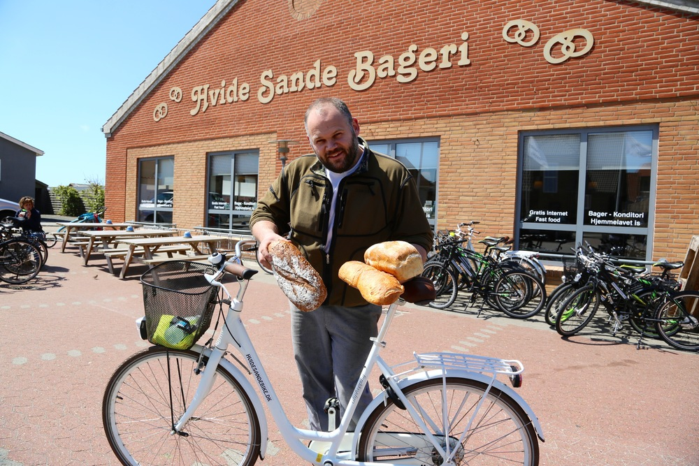 Martin Thygesen fikser både brød og sykkel til deg. Foto: Odd Roar Lange