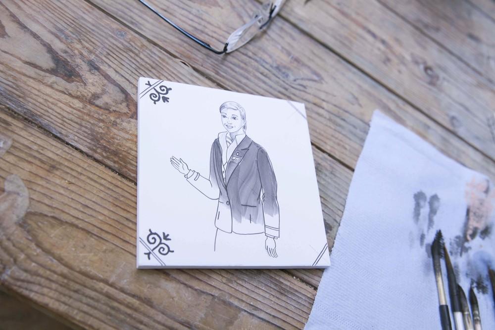 Her er en av porselensflisene som du ser i filmen. Foto: KLM