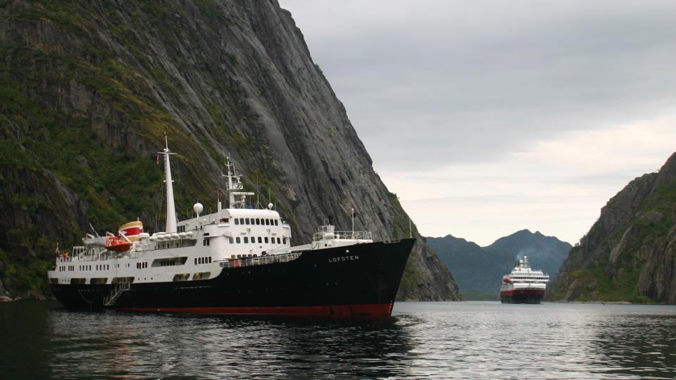 Hurtigruten-Trollfjorden-Toppenavnorge-Thetravelinspector