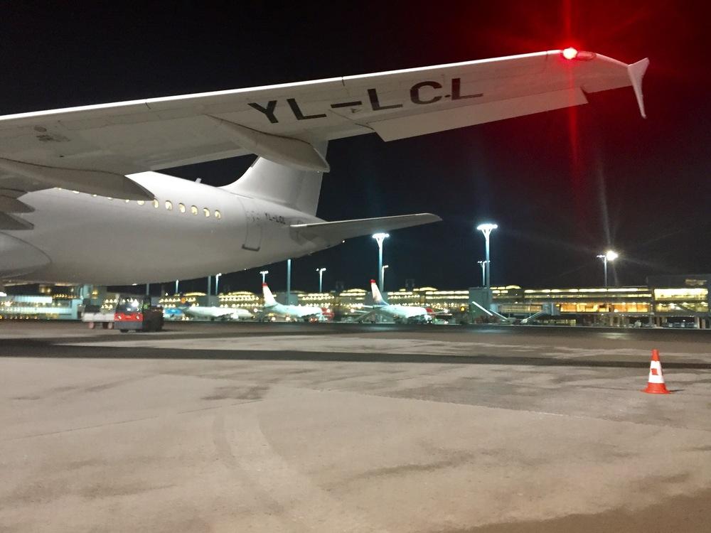 Det kommer fortsatt til å være trangt om plassen ved mange norske flyplasser.  Foto: Odd Roar Lange