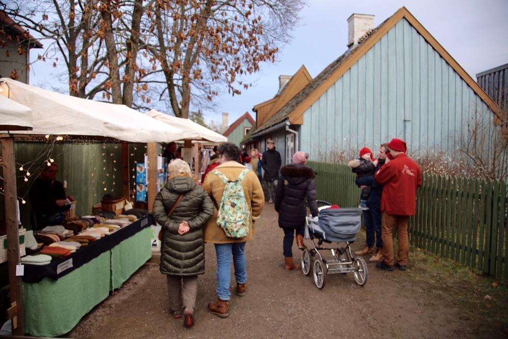På veg inn til de gamle husene fra Enerhaugen i Oslo.                 Foto: Odd Roar Lange
