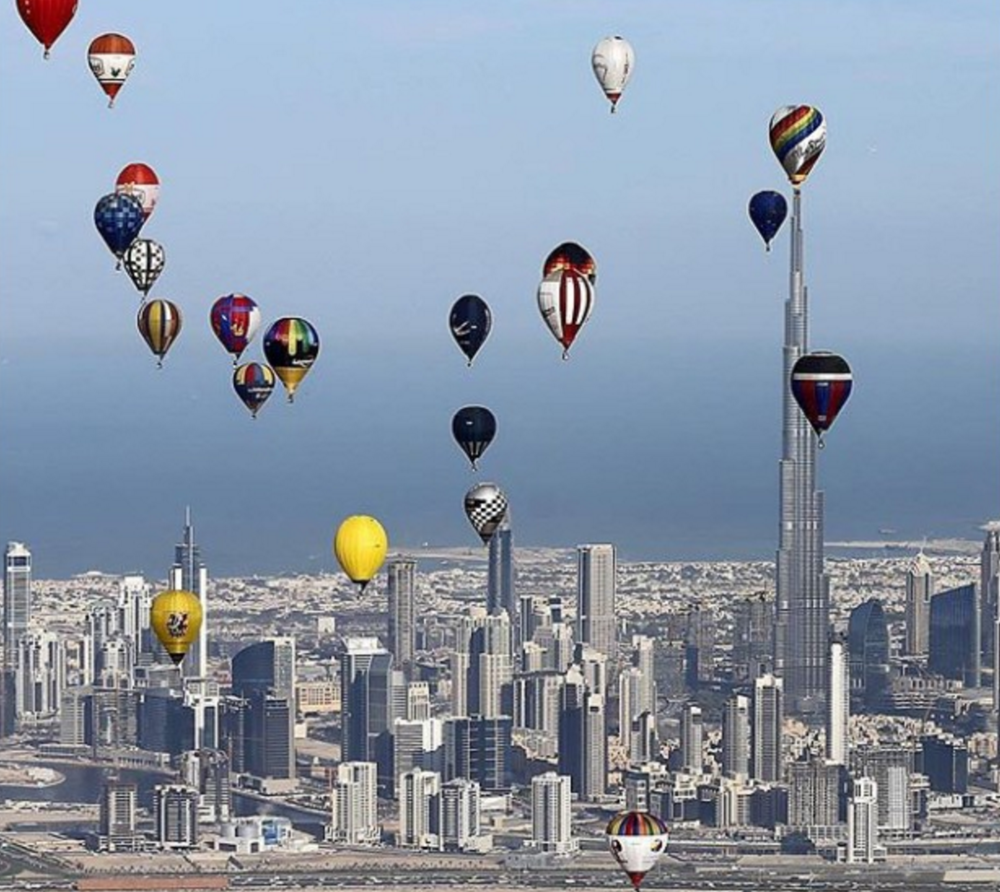 Luftballonger over Dubai                                           Foto Karim Sahib, AFP/Getty Images/CNN