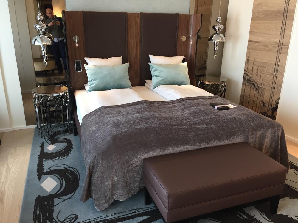 Du sover godt i disse sengene. Det er rent og fint på rommet, og det er designet med elementer fra fornøyelsesparken Tivoli i sentrum av København.                                              Foto: Odd Roar Lange