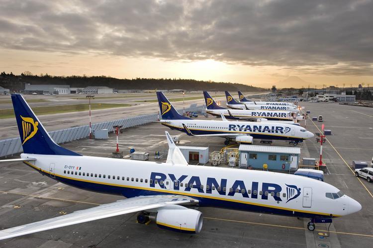 Ryanairflyene er tungt inne i kampen mot norske gebyrer. Selv forsyner de seg grovt. Foto: Ryanair