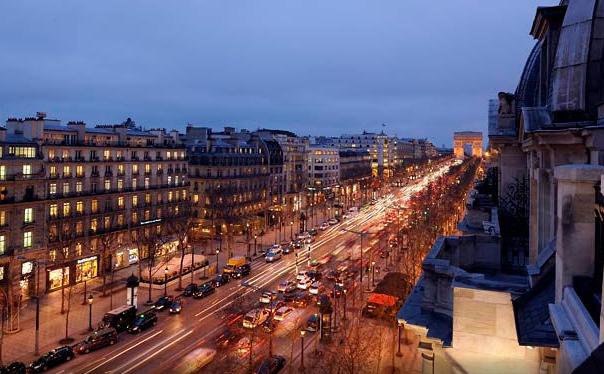Utsikten fra Paris Marriott Champs Elysees Hotel.           Foto: Mariott Hotel