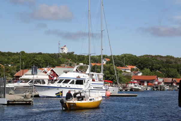 Velkommen til Sverige. Nå kan du snakke med en tilfeldig svenske - hvis du vil. Her fra Kosterøyene.                                               Foto: Odd Roar Lange