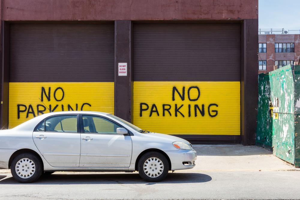 Unngå å parkere der det er merket at man ikke kan parkere, eller foran en brannhydrant.Foto: Sven-Erik Knoff