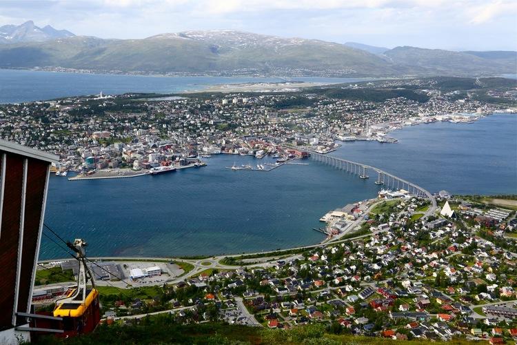 Ingenting å klage på når det gjelder utsikten ved Fjellheisen i Tromsø. Det er det dessverre når det gjelder maten.                                       Foto: Odd Roar Lange