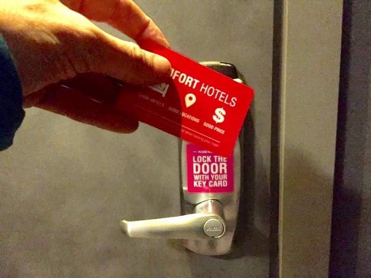 Husk å låse hotellrommet eller lugardøra.                          Foto: Odd Roar Lange