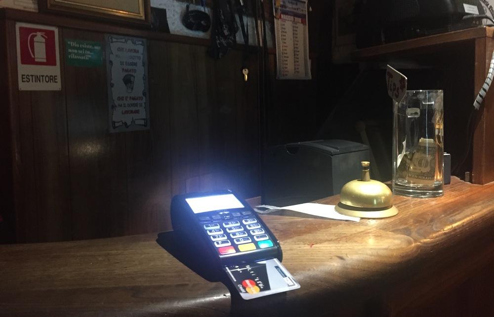 Betaler du med kort så sørg for at du alltid har kontroll på betalingssituasjonen. Foto: Odd Roar Lange