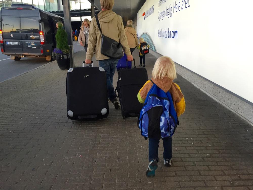 Er du klar for årets ferie med de små barna? Det går helt sikkert kjempefint. Foto: Odd Roar Lange