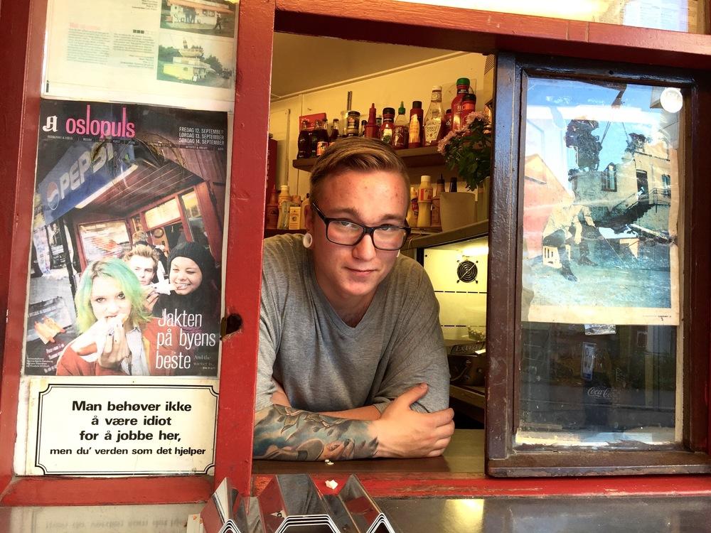 Syverkiosken i Sannergata har byens beste pølser - og er byens minste kiosk. Foto: Odd Roar Lange