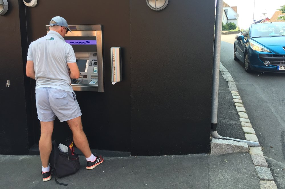 Bruk riktig kort når du tar ut penger i utlandet.           Foto: Odd Roar Lange