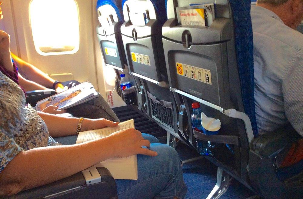 Følger du denne tipslisten så kan du kalle deg flyreisens verste passasjer. Foto: Odd Roar Lange