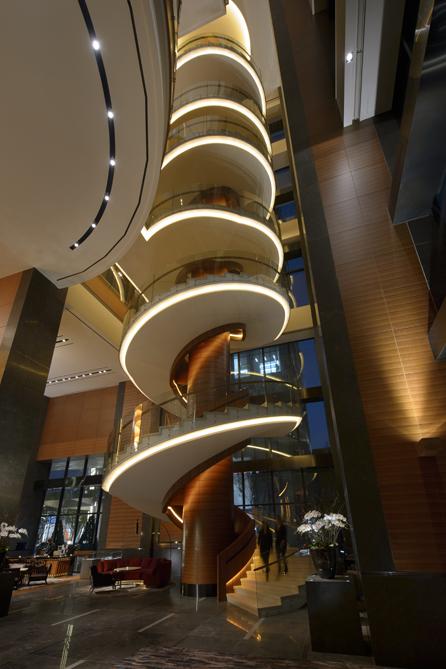 Den utrolige spiraltrappen hos Conrad i Seoul.