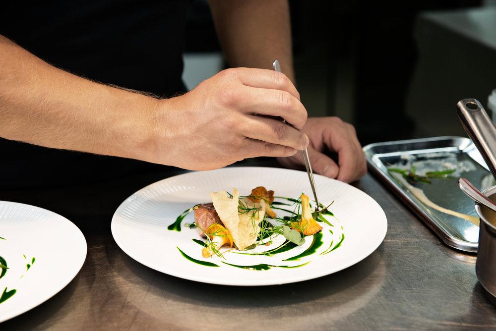 Danmark har mange gode kjøkken. Ta deg tid til å teste noen av dem. Foto: Robin Skjoldberg/Visit Denmark