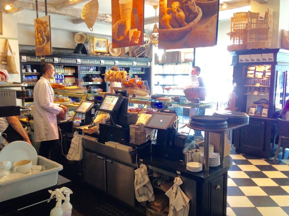 Kjøp med deg mat og spis på hotellrommet. Foto: Odd Roar Lange