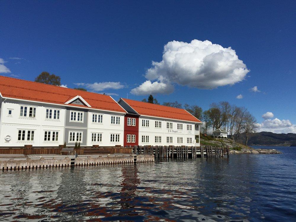Sola skinner over norsk reiseliv. Og nå skal det bli enda flere arbeidsplasser. Foto: Odd R. Lange