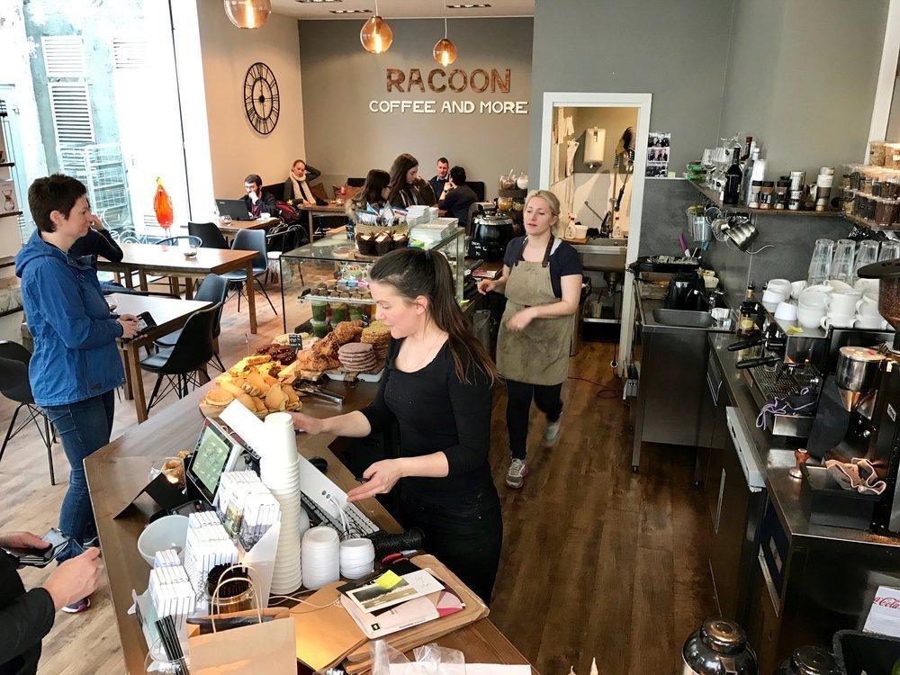 Prøv den hyggelige kafeen Racoon midt i sentrum av Ålesund. Foto: Odd Roar Lange
