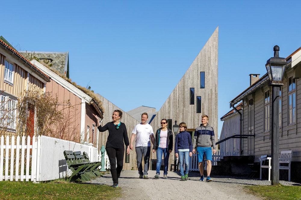 Bli med på guidet tur til Romsdalsmuseet og Krona (i bakgrunnen): Foto: Grafia / Einar Engdal