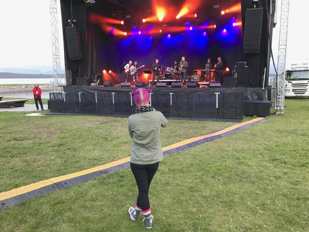 Noen ganger kan det bli ensomt på festival...      Foto: Odd Roar Lange
