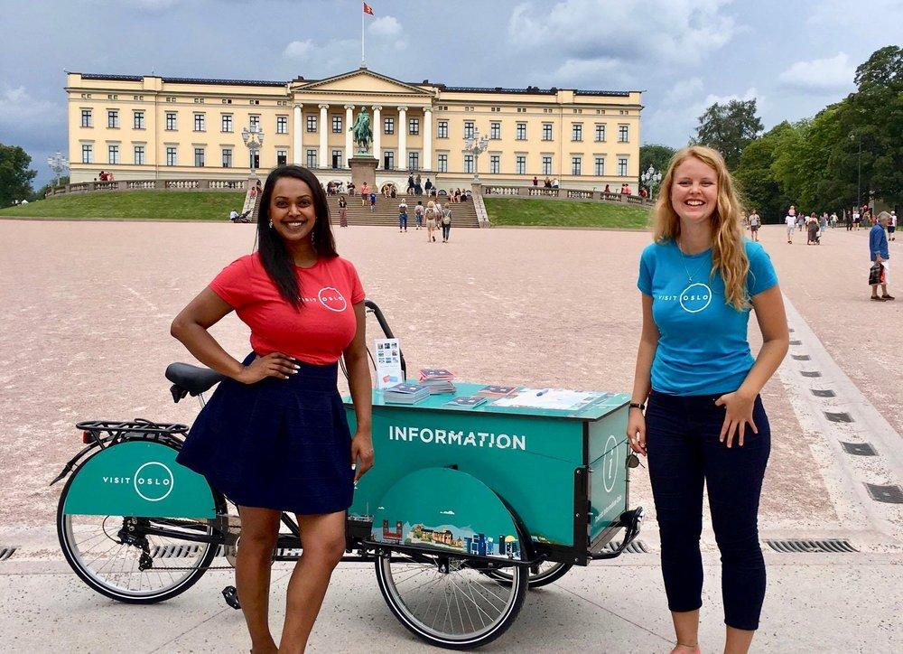 Varaordfører i Oslo, Khamshajiny Gunaratnam (tv) møtte Oslos besøkende med sykkel sommeren 2016.