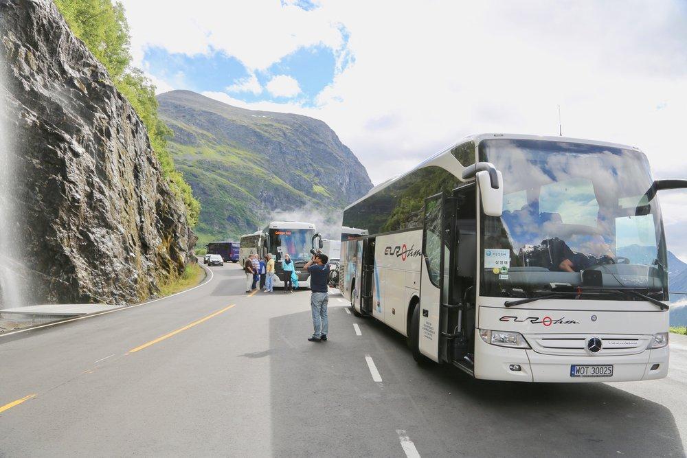 Turiststrømmen til Norge øker. Hvem skal betale for utgiftene? Foto: Odd Roar Lange