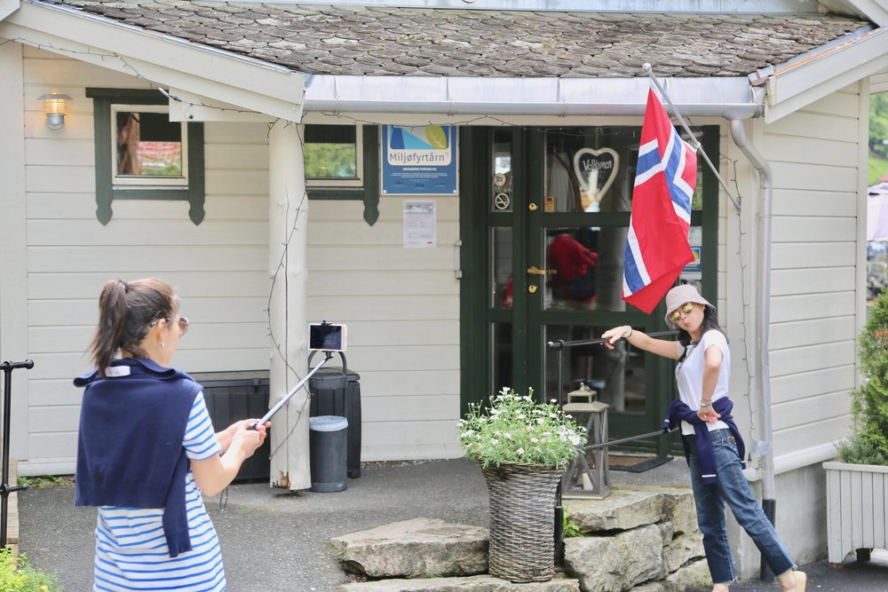 Asiatiske turister har oppdaget Norge.                 Foto: Odd Roar Lange