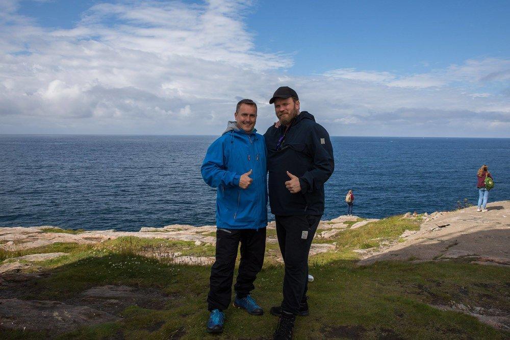 Sven-Erik Knoff (tv) og Grim Berge står bak Natural Light Earth og filmen Iconic Norway.