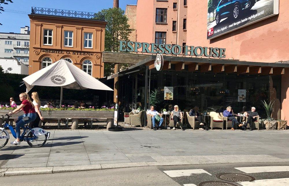 Espresso House Parkveien i Oslo bør stenges på flekken – og Matttilsynet bør være de eneste som slipper inn før ting er ordnet opp i. Foto: Odd Roar Lange