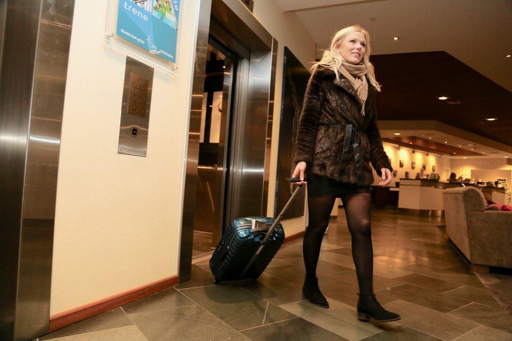Ta på deg den tykka jakka, så sparer du mye plass i kofferten. Foto: Odd Roar Lange