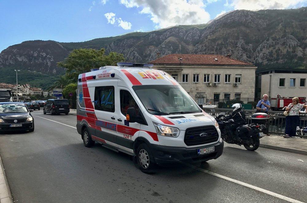 Noen ganger blir man så skadet eller syk at å bli hentet i ambulanse er eneste mulighet. Foto: Odd Roar Lange/The Travel Inspector