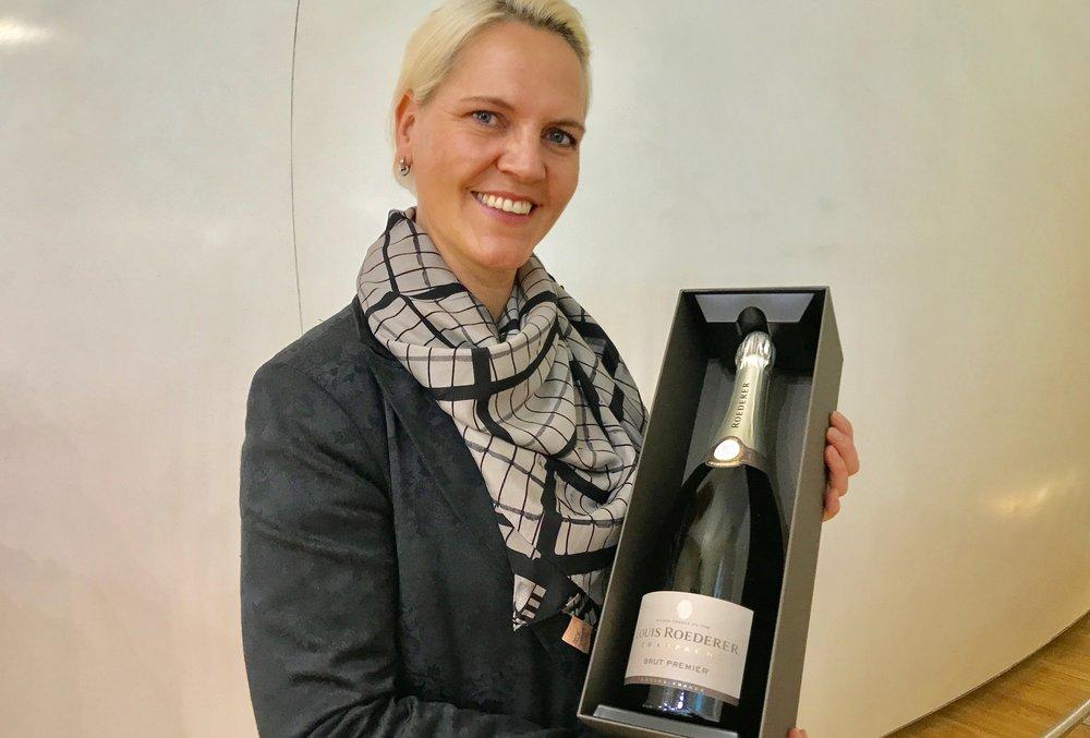 Veronika Lystad er «trainer for alkohol, tobakk og søtsaker» ved Travel Retail Norway på Gardermoen.                                      Foto: Odd Roar Lange