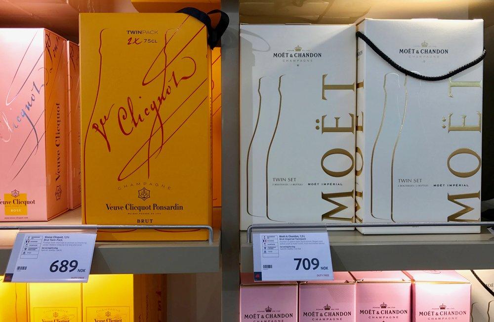 Kjøp dobbelt. Dette er billigere enn å kjøpe enkeltflasker. Foto: Odd Roar Lange