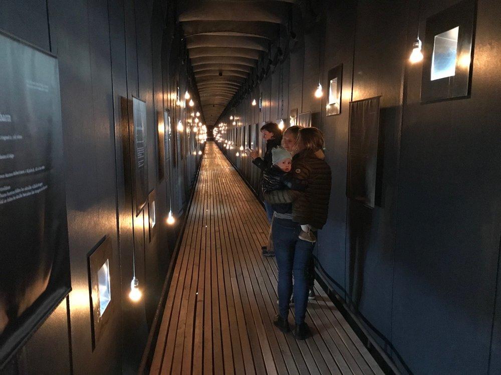 Denne 125 meter lange gangen er full av historie. Foto: Odd Roar Lange