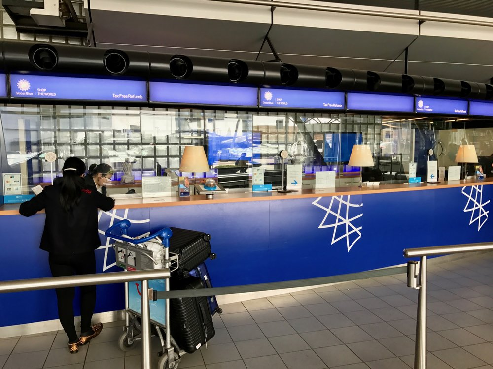 Mange flyplasser - og en del kjøpesenter - har eget kontor for taxfree-refund. Foto: Odd Roar Lange