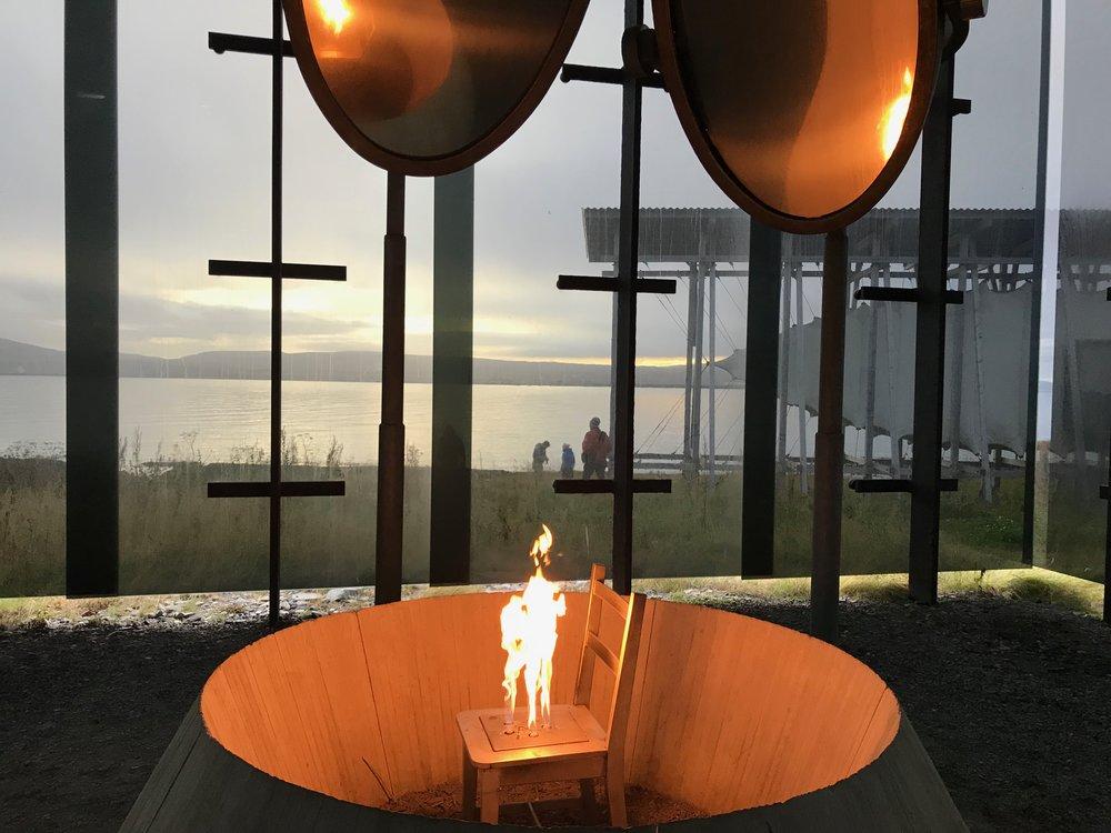 På Steilneset i Vardø finner du heksemonumentet som ble åpnet av dronning Sonja. Foto: Odd Roar Lange