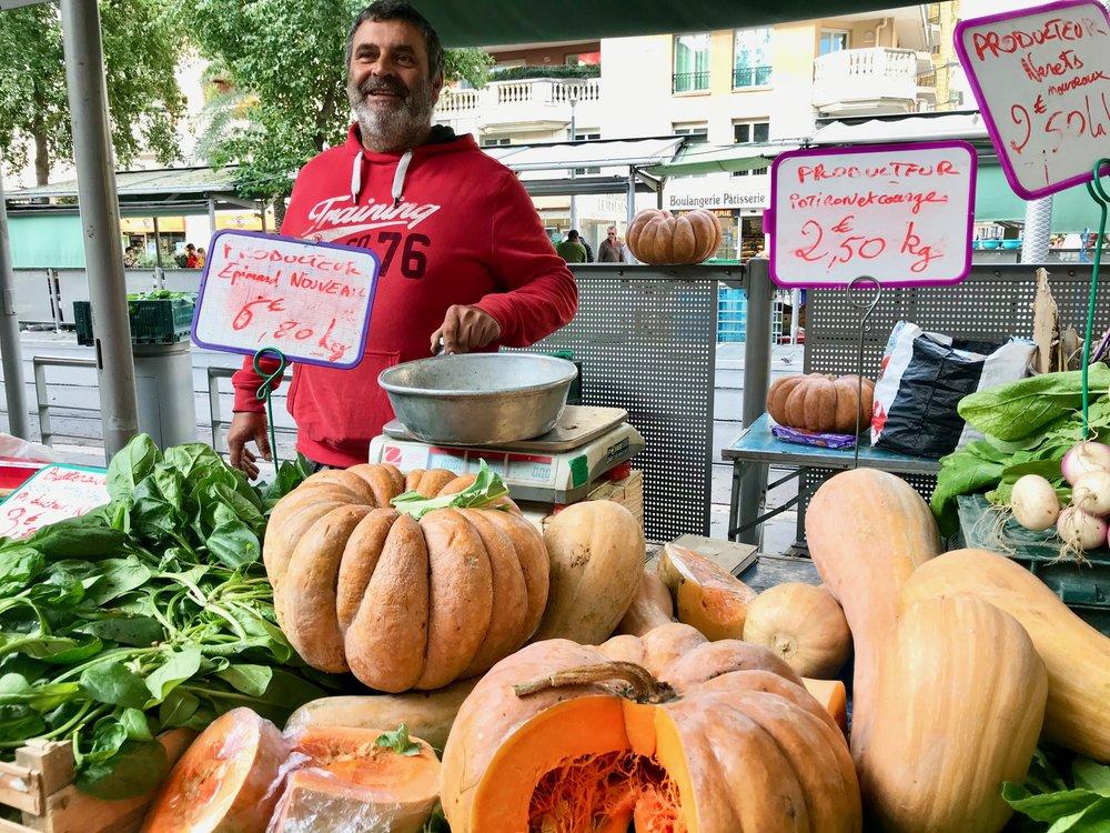 Franske følelser på matmarkedet i Nice.                    Foto: Odd Roar Lange