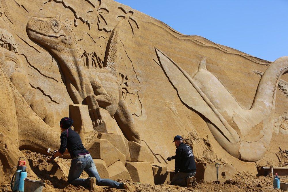 Sandskulpturene skal være påplass fra mai i år. Her er tidligere skulpturer fra Søndervig. Foto: Odd Roar Lange