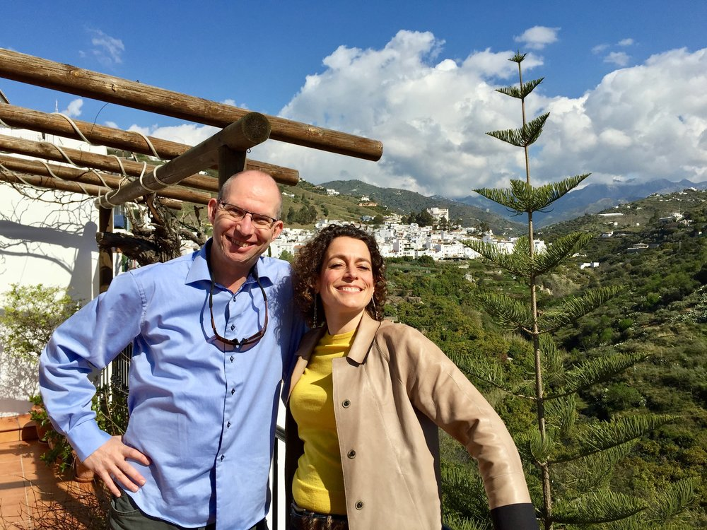 The Travel Inspector møter The Hotel Inspector, Alex Polizzi, i Malaga. Foto: Channel 5