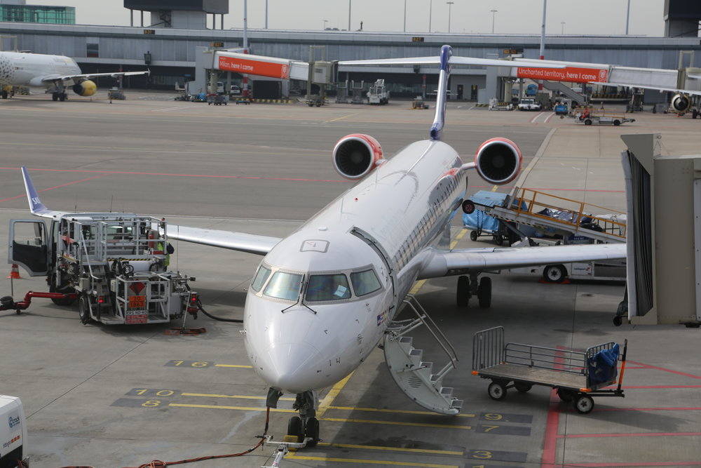 Hvitt SAS-fly venter på avgang fra Oslo lufthavn Gardermoen.       Foto: Odd Roar Lange
