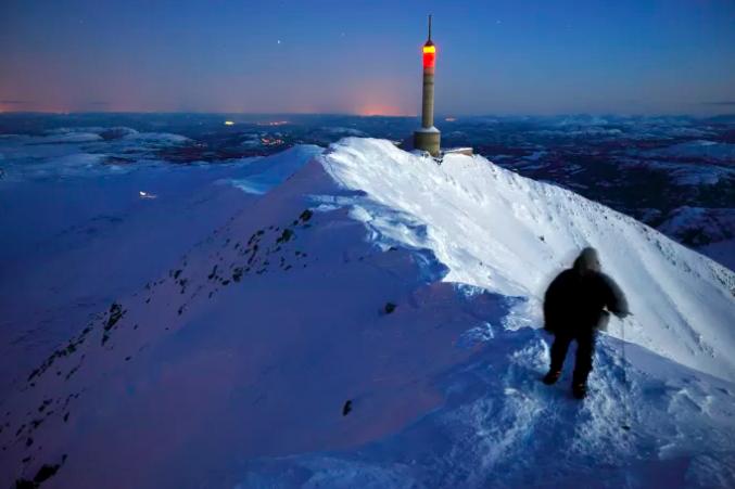 Kanskje vil Den Moderne Askeladden oppleve soloppgang på Gaustatoppen. Foto: Visit Telemark