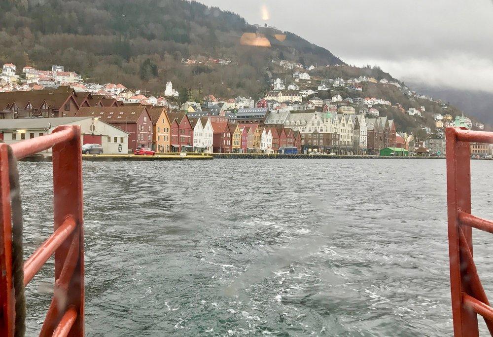 Si adjø til Bergen og ta deg en tur til Paris.             Foto: Odd Roar Lange