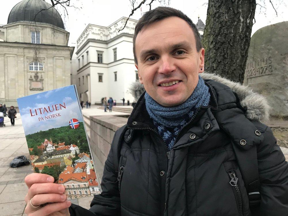 Lukas Misiunas er klar for å ta med flere nordmenn på guidet tur i Vilnius. Foto: Odd Roar Lange
