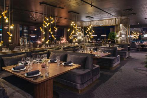 VIL BLI SVALBARDS BESTE HOTELL: Funken Lodge har blitt et hotell med historisk sus: 88 nyoppussede rom,restaurant, en omfattende vin- og champagnemeny og øygruppens eneste cocktailbar. Foto: Hurtigruten Svalbard/Agurxtane Concellon